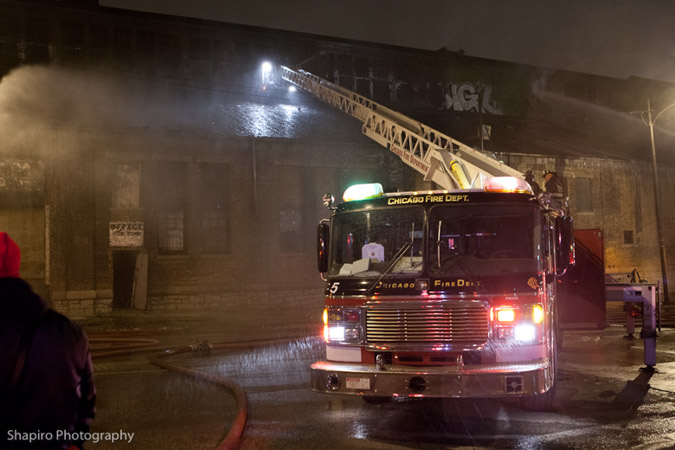 Chicago Fire Department3-11 alarm fire at 2626 W Roosevelt Road 12-27-11 Chicago Tower Ladder 5 American LaFrance Eagle LTI