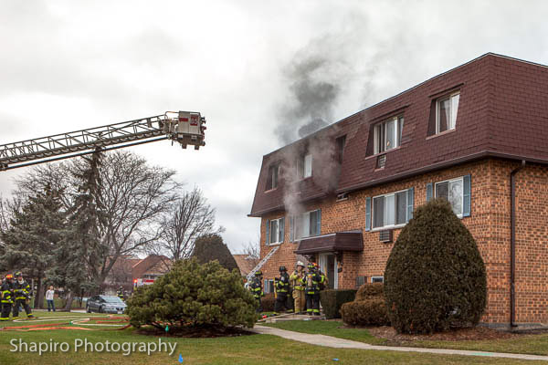 apartment fire in Palatine IL 12-17-12 at 1213 Lingvalley Drive