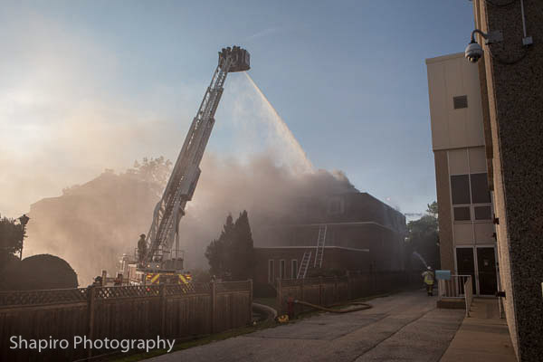 2nd alarm apartment building fire at 620 Ballantrae DR in Northbrook 7-1-3 Larry Shapiro photography
