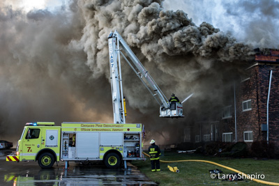 Fatal 3-Alarm fire at 381 Marshall Road Bensenville IL 11-19-17 Chciago FD Squad 7A Rosenbauer Commander ACP-55 Cobra articulating tower
