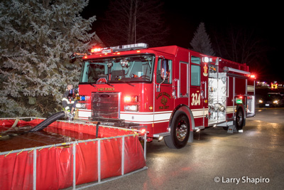 house fire at 45 Gentry Drive in Hawthorn Woods IL 12-18-17 Lake Zurich Fire Department