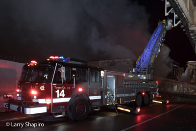 Chicago Fire Department 2-11 Alarm fire at 4947 W Lake Street 2-12-18 Larry Shapiro photographer shapirophotography.net #larryshapiro Chicago FD Tower Ladder 14 E-ONE Cyclone II HP100 blue ladder lights