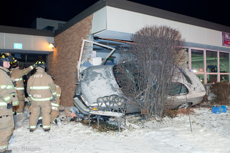 Buffalo Grove FD car into building Willow Grove School