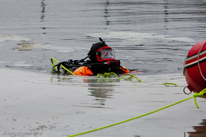 dive recovery for the dog on Fremont Way in Buffalo Grove IL 1-26-12 Lake County Dive Team
