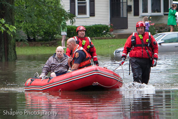 residents evacuated from homes after flooding in Buffalo Grove 6-26-13 Larry Shapiro photography