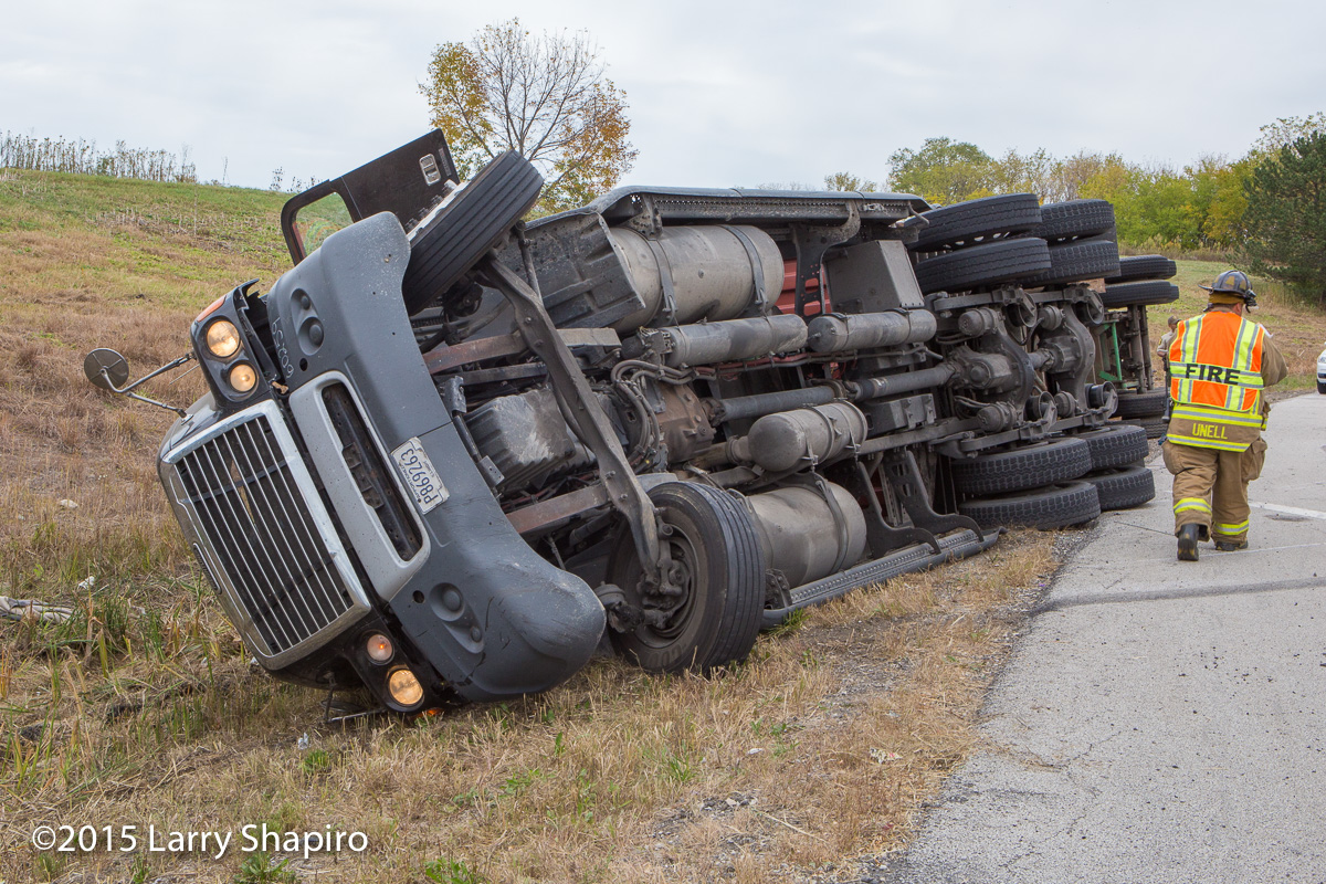 Long Grove FPD 10-15-15 semi truck roll over at NB IL-53 ramp to WB Lake Cook Road shapirophotography.net Larry Shapiro photographer