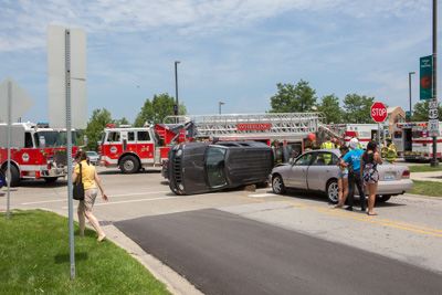 rollover crash in Wheeling IL 7-18-15 Larry Shapiro photootographer shapirophotography.net at Dundee Road and Willie
