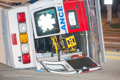 Arlington Heights IL crash between a car and Elite Ambulance 8-5-16 Arlington Heights Road and Dundee Road shapirophotography.net Larry Shapiro photographer