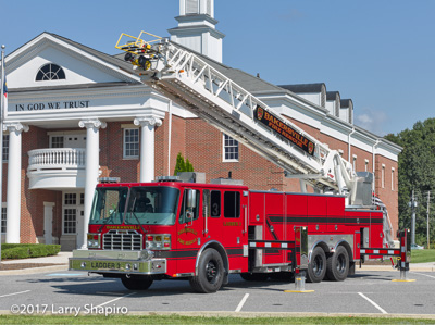Bakersville NC Fire Department Ferrara Inferno aerial ladder truck shapirophotography.net Larry Shapiro photographer